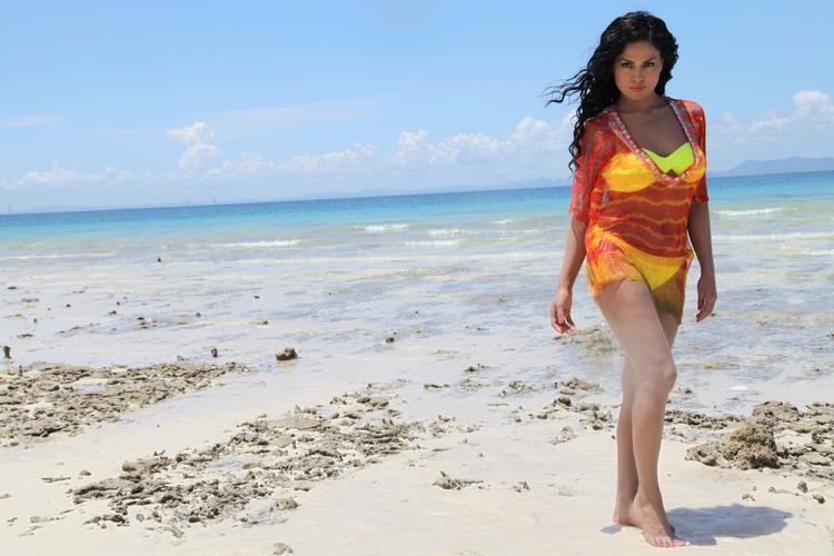 Veena Malik Sexy Look On Beach Photo Shoot For Silk Sakkath Hot In Thailand
