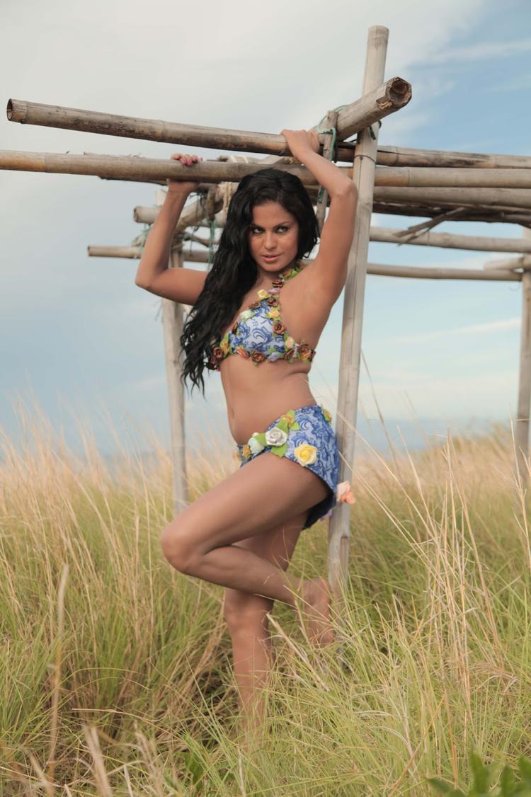 Veena Malik Sizzling Hot Look Photo Shoot For Silk Sakkath Hot In Thailand
