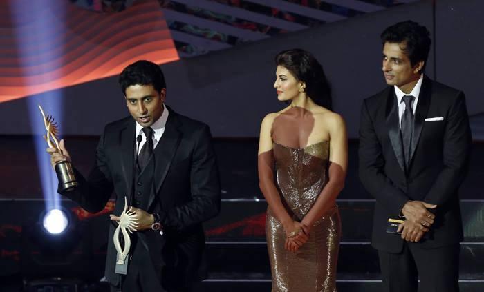 Abhishek Take Awards And Jacqueline,Sonu Look On At 14th IIFA 2013