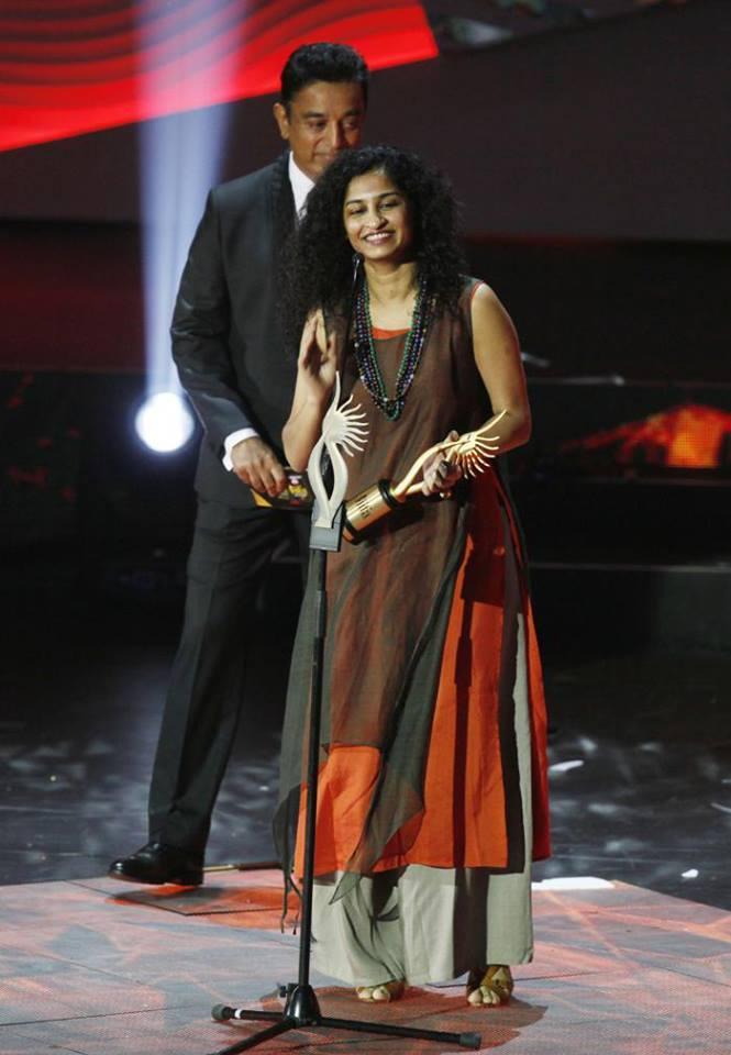 Gauri Shinde With Award On The Stage And Kamal Haasan Behind Her At 14th IIFA 2013