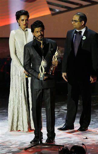 Shahrukh Khan Won 14th IIFA Digital Star Of The Year