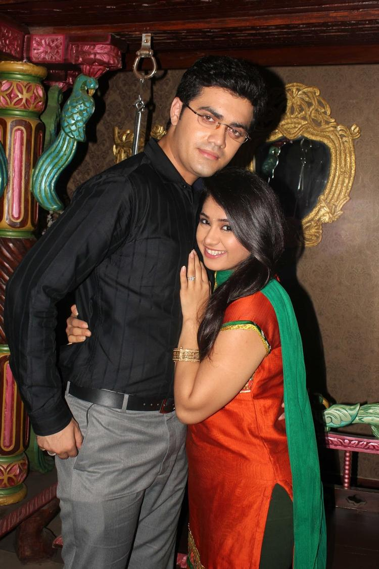 Nishad And Chandni Cozy Look Posed During The Promotion Of Issaq Movie On The Sets Of Amita Ka Amit