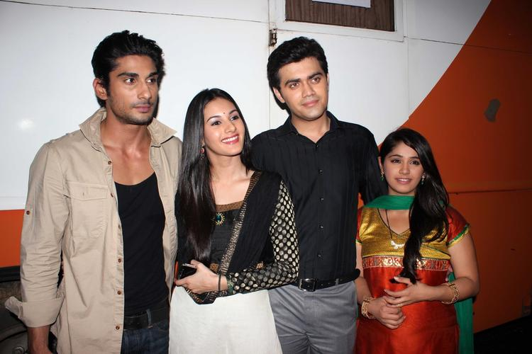 Prateik,Amyra,Nishad And Chandni Clicked During The Promotion Of Issaq Movie On The Sets Of Amita Ka Amit
