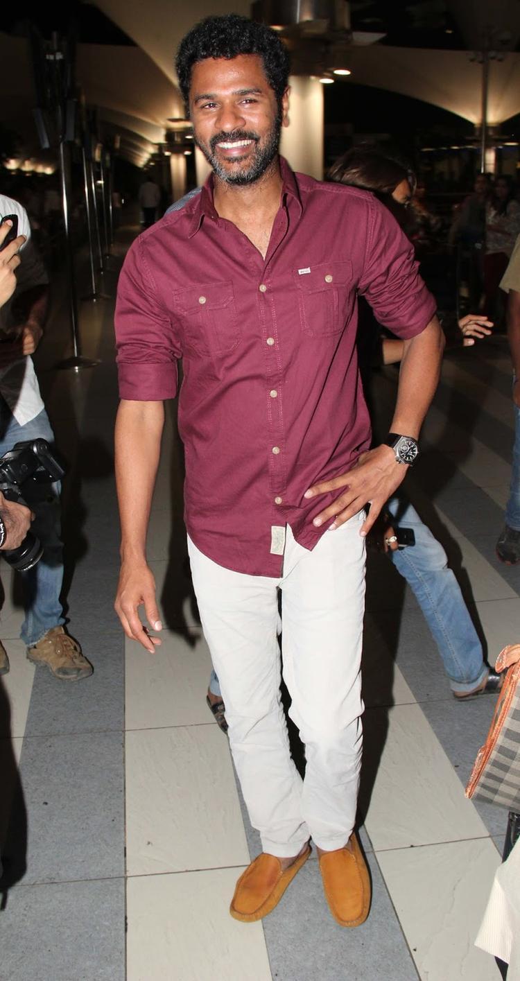 Prabhu Deva Smiling Look At Mumbai Airport While Arrives From IIFA Awards 2013