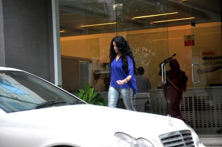 Kangana Ranaut Visit Hrithik Roshan Post His Surgery At Hinduja Hospital