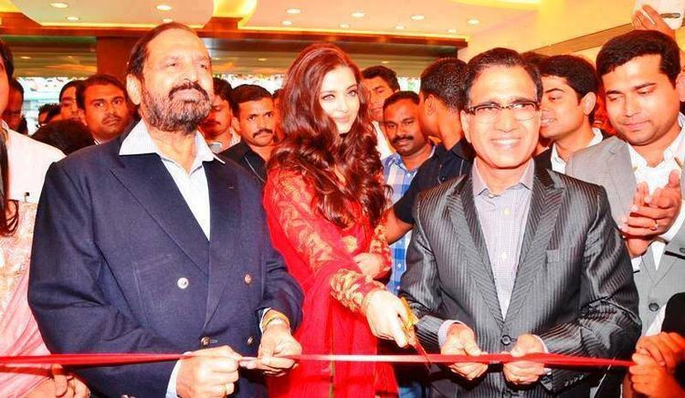 Aishwarya Inaugurates Kalyan Jewellers 50th Showroom At Pune