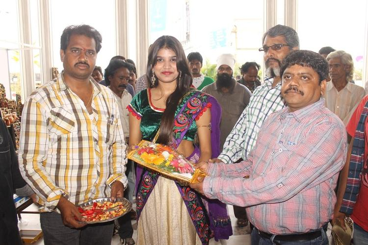 Isha Agarwal Inaugurates Silk Of India Exhibition At Tirupati