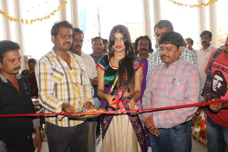 Isha Agarwal Launches Silk Of India Exhibition At Tirupati