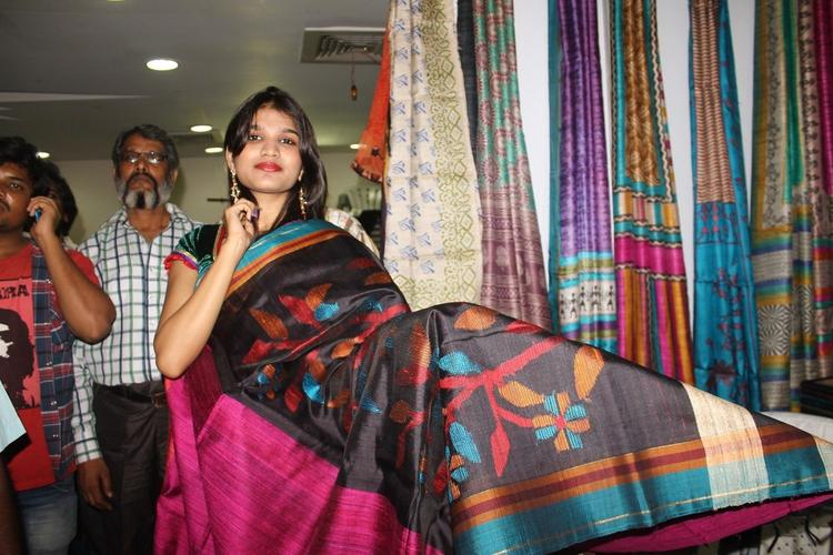 Isha Agarwal Launches Silk Of India Exhibition