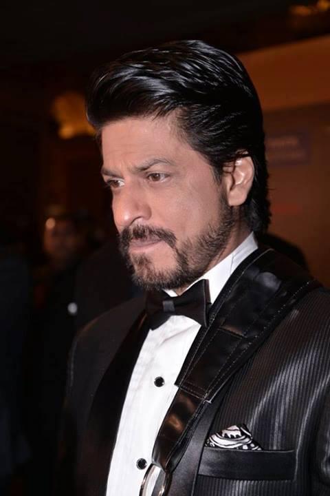 Shahrukh Khan Dazzling Look At IIFA 2013 In Macau