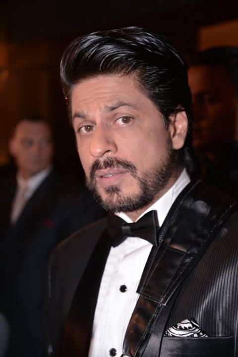 Shahrukh Khan Stylish Look At IIFA 2013 In Macau