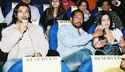 John,Nana Patekar And Katrina Enjoying A Show