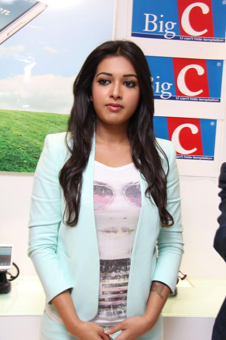 Catherine Tresa Cool Pose At Big C Mobile Showroom Launch Event