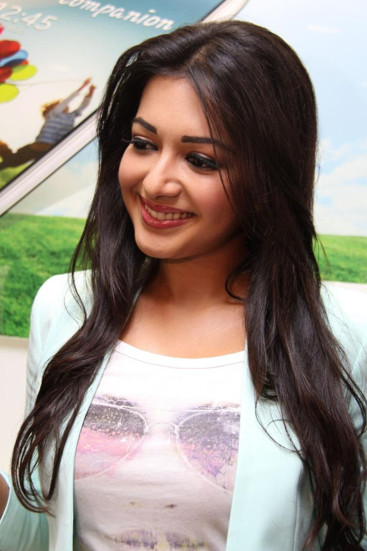 Catherine Tresa Cute Smiling Look At Big C Mobile Showroom Launch Event