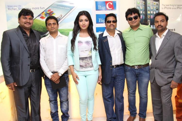 Catherine Tresa Posed During The Big C Mobile Showroom Launch Event