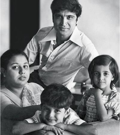 Cute Little Farhan Akhtar With His Dad Javed Akhtar, Mom Honey Irani And Sister Zoya Akhtar Nice Still