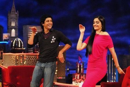 Farhan Dancing On The Tunes Of Masakali With Sonam Kapoor