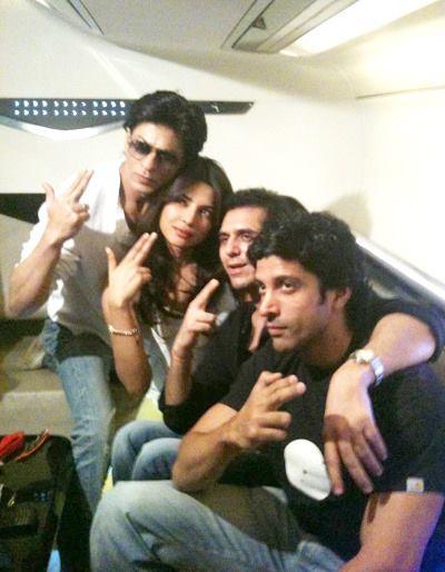 SRK,Priyanka And Farhan Cool Rare Photo Still