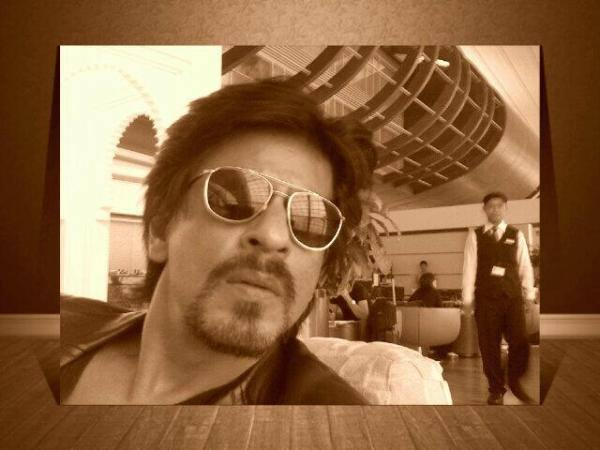 SRK French Beard Look Nice Photo At The Casablanca, Morocco Airport