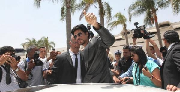 SRK Waves Hand To His Fans At The Casablanca, Morocco Airport