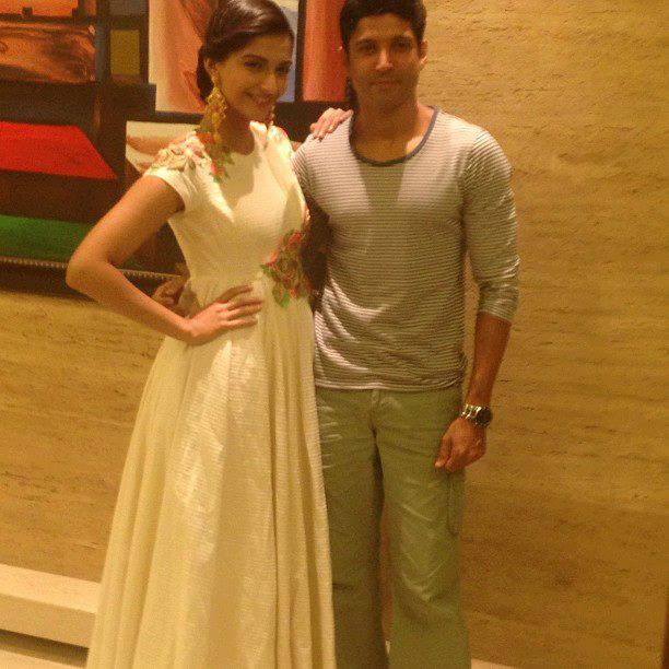 Sonam And Farhan Posed During The Promotion Of Bhaag Milkha Bhaag