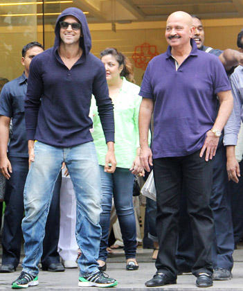 Hrithik With His Father Rakesh Posed During Discharged From Hospital After Successful Brain Surgery