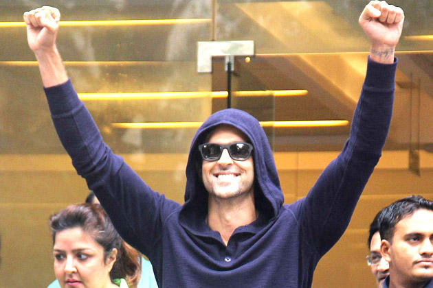 Hrithik Roshan Glamour Look After Being Discharged From Hinduja Hospital