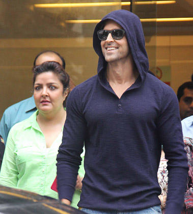Hrithik Roshan Smiling Look During Discharged From Hospital After Successful Brain Surgery