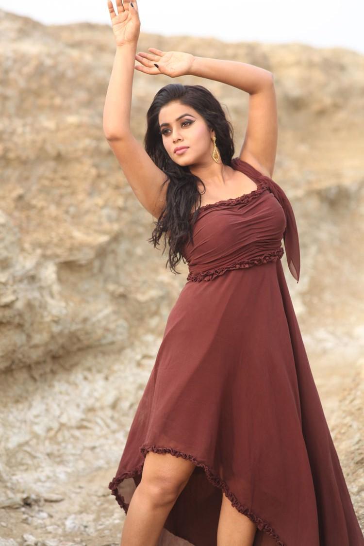 Poorna Hot Dancing Pose Still From Telugulo Naaku Nachani Padam Prema Movie