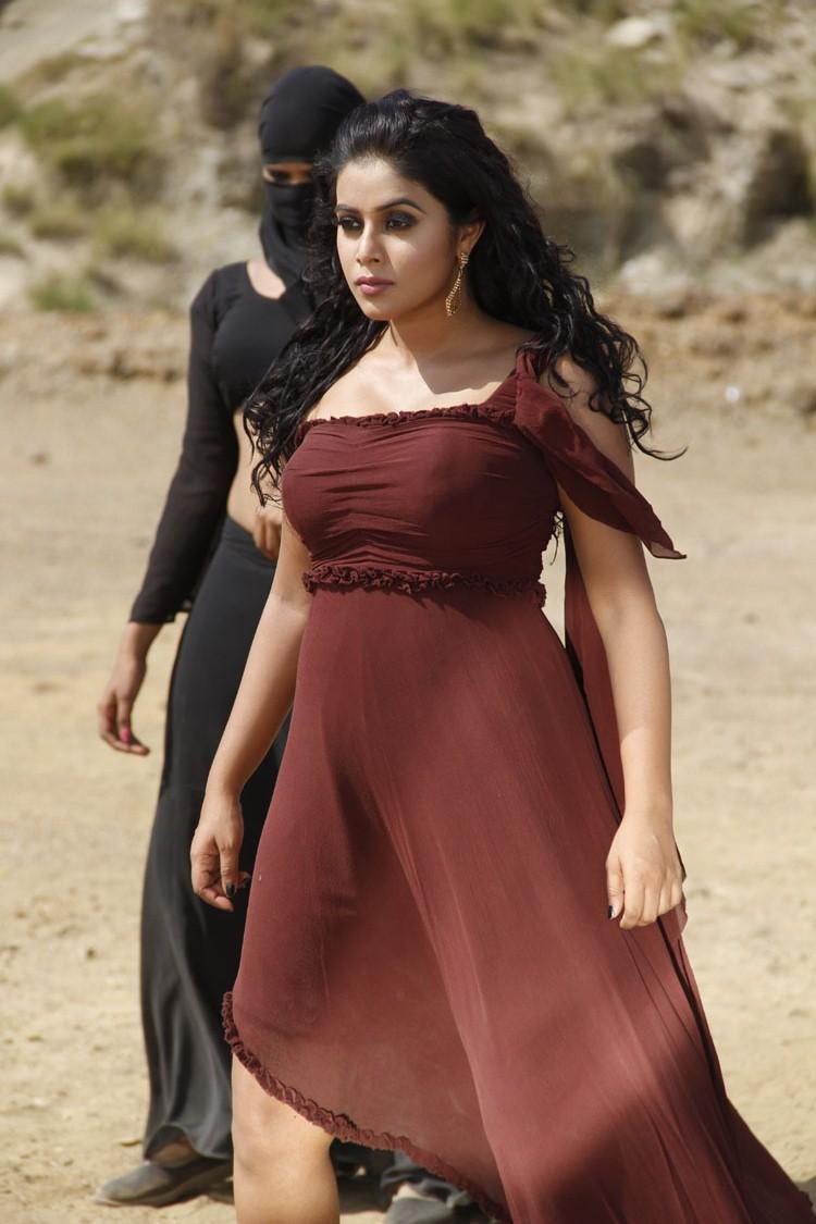 Poorna Sexy And Spicy Dazzling Look Still From Telugulo Naaku Nachani Padam Prema Movie