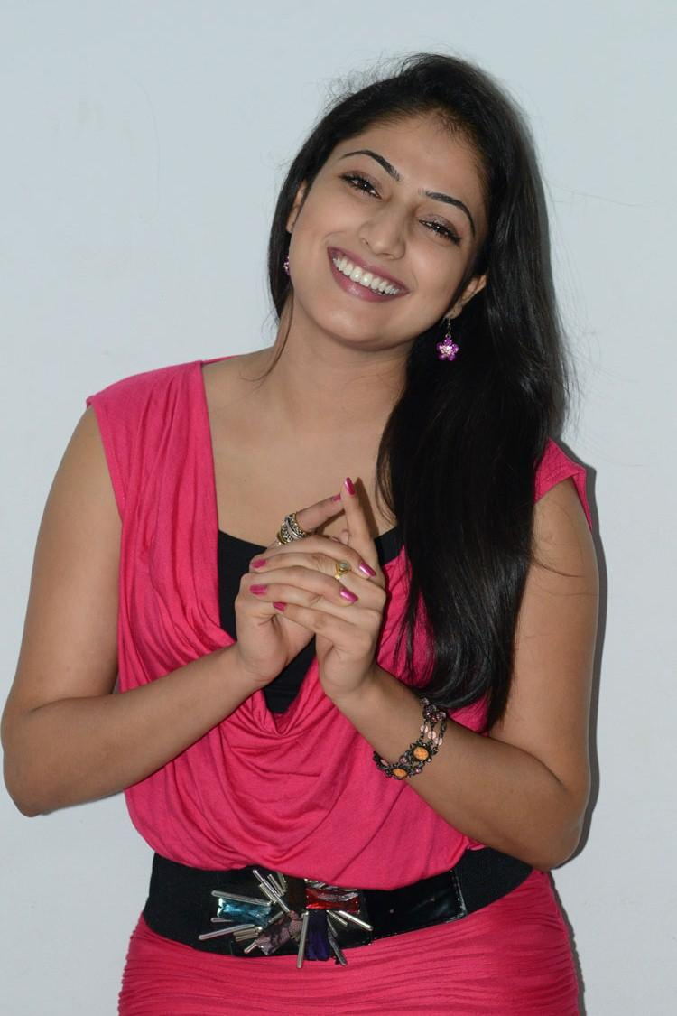 Hari Priya Smiling Photo At Telugulo Naaku Nachani Padam Prema Press Meet