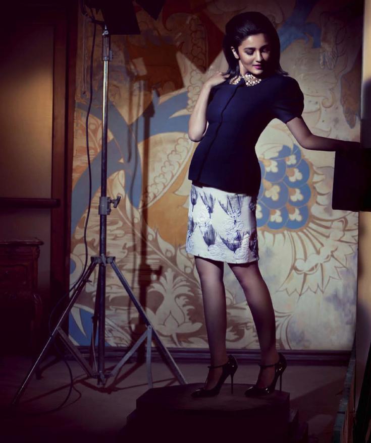 Cute Babe Alia Bhatt Sexy Pose For Harper's Bazaar India July 2013