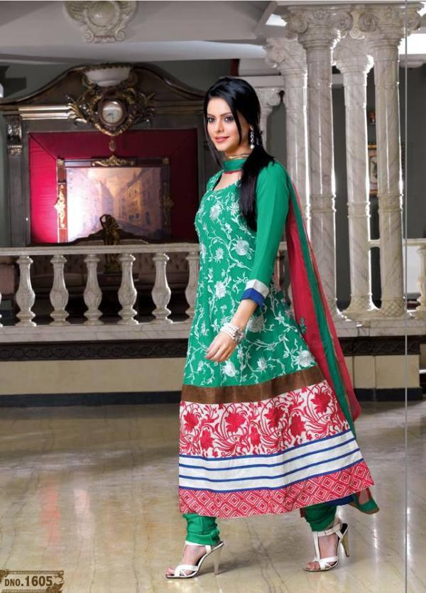 Aamna Sharif Cool Photo Shoot In Green Red Salwar Suit