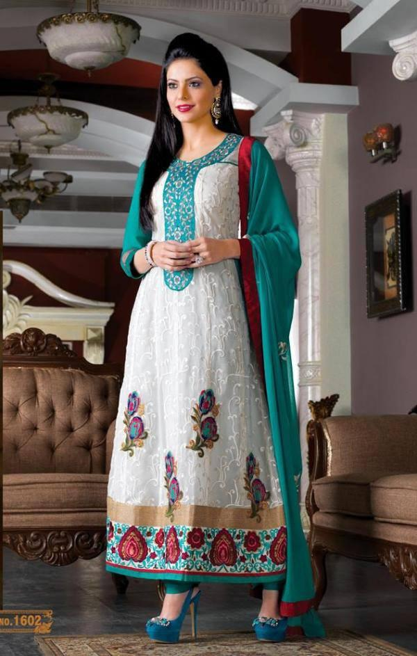 Aamna Sharif Glowing Pic In White Churidar With Green Dupatta