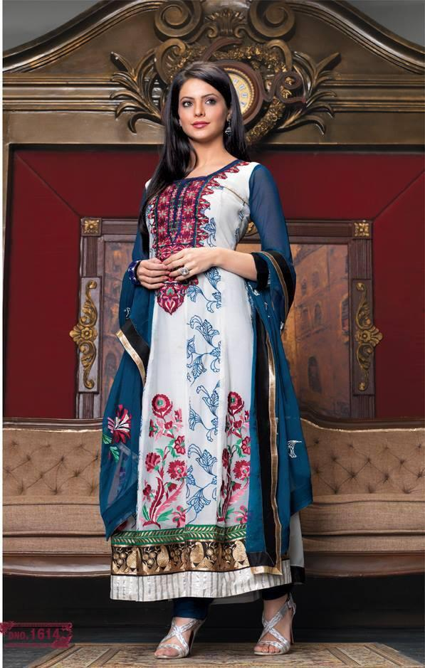 Aamna Sharif Sizzling Nice Look In This Long White Salwar Kameez