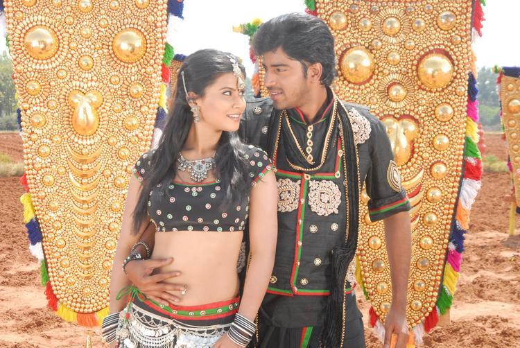 Kevvu Keka Movie Allari Naresh And Sharmila Mandre Song Pic