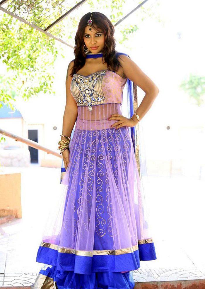 Srilekha Reddy In Ghagra Choli Dress At Vastravarnam Expo-2013