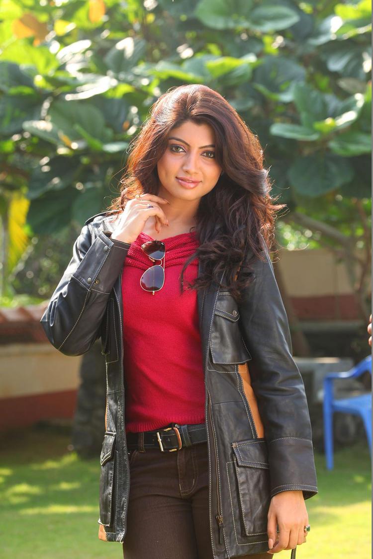 Akanksha Puri Latest Stylist Hot Photo With Blazer