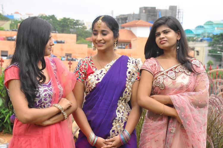 Manasa And Alekhya At Anandam Malli Modalaindi Movie Launch
