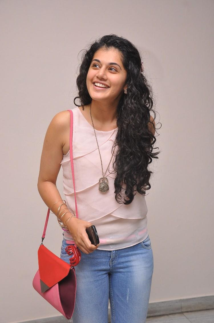 Taapsee Pannu Charming Face Look Still