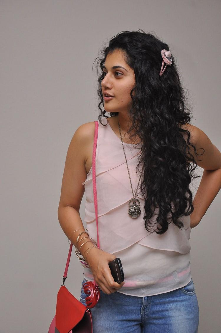 Taapsee Pannu Side Face Look Nice And Cool Photo Still