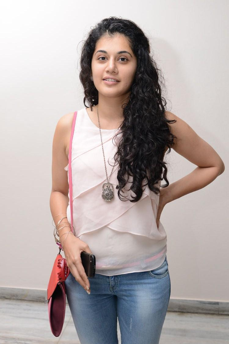 Taapsee Pannu Strikes A Pose For Camera Photo Still