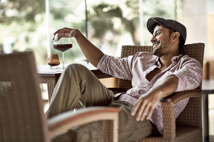 Kunal Khemu Nice Pic With Wine For Filmfare - July Issue
