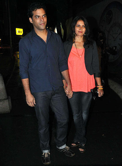 Director Vikramaditya Motwane Poses Proudly Along With His Wife Ishika At The Lootera Success Bash