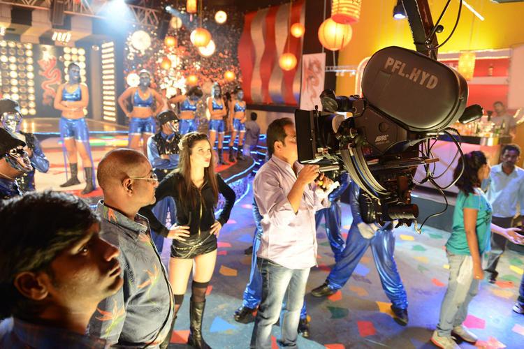 Scarlett Wilson At Chandi Item Song Shooting Sets