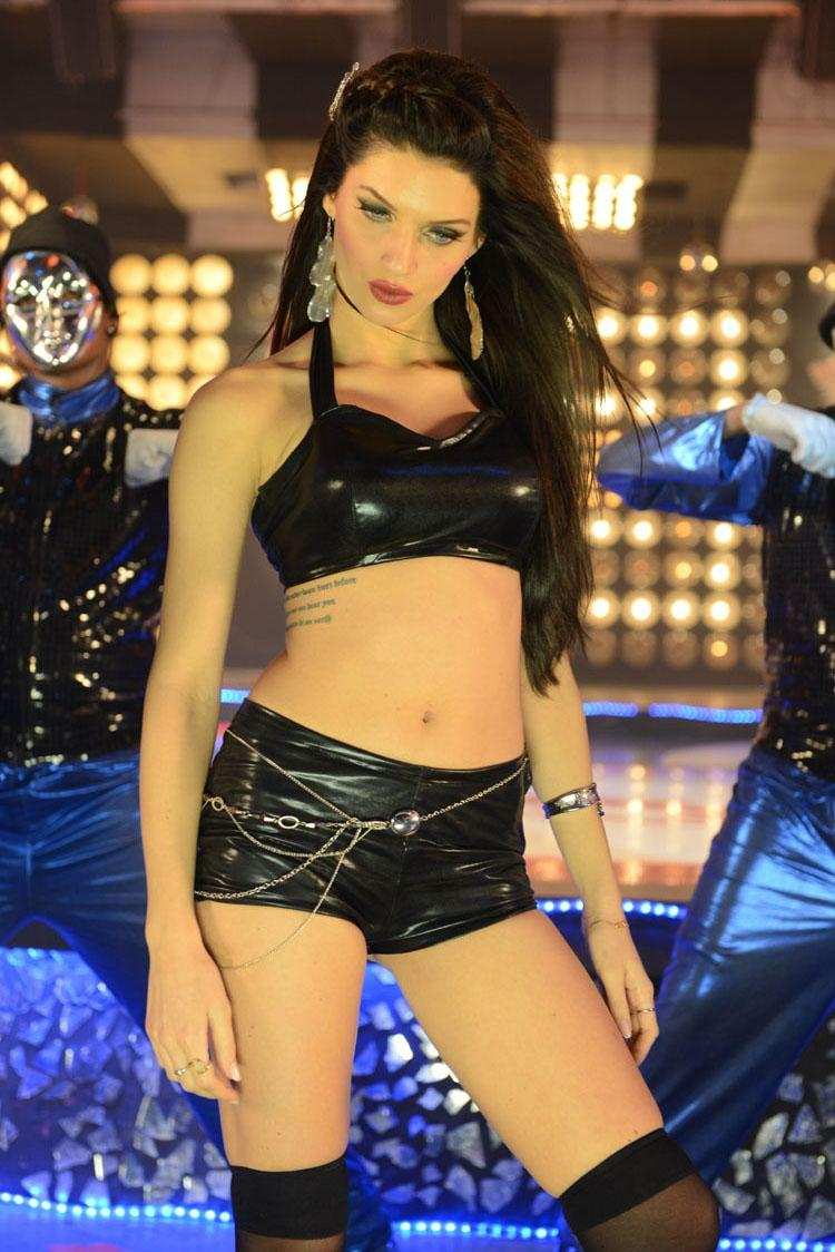 Scarlett Wilson Spicy Navel Show From The Chandi Movie Item Song