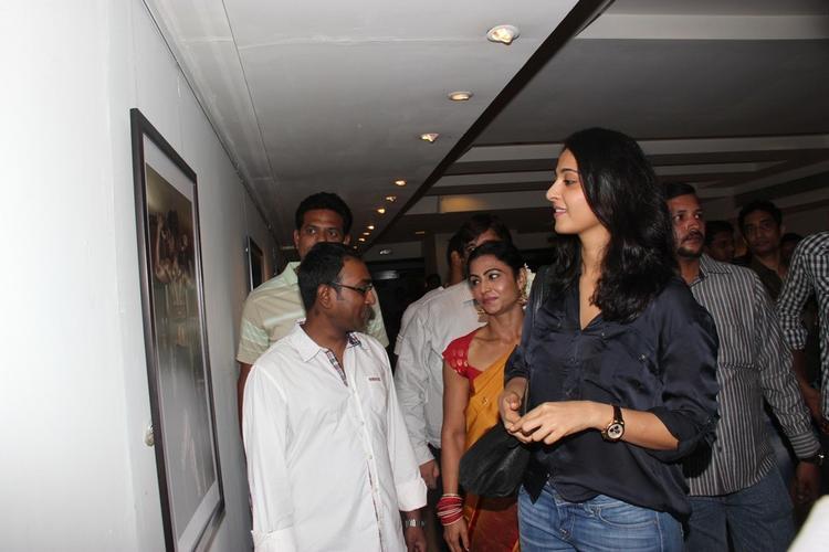 Actress Anushka At Kiran Dembla Photo Exhibition Photo