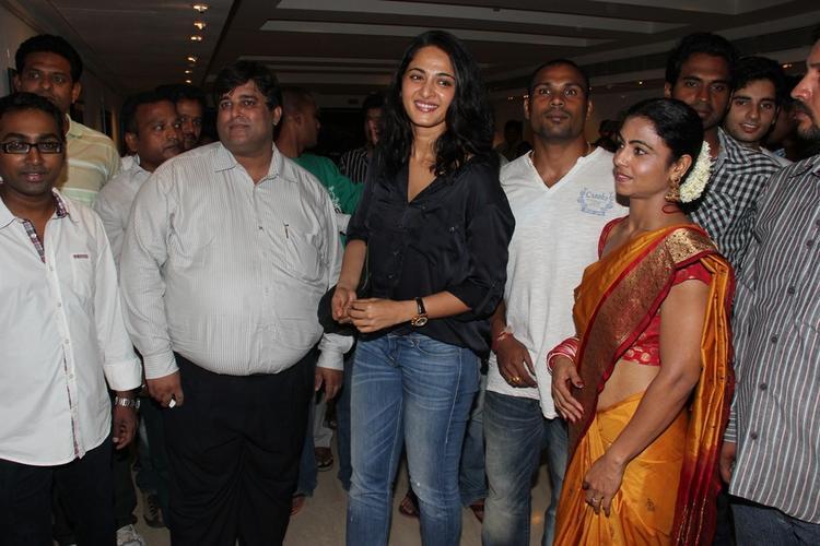 Actress Anushka At Kiran Dembla Photo Exhibition