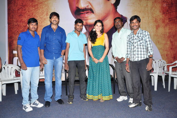 Gopichand And Tapsee In Sahasam Show Photo Shoot With School Teachers