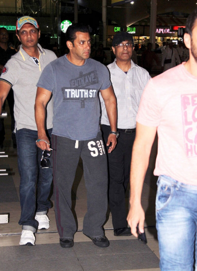 Bollywood Hunk Salman Khan At Mumbai Airport Returning From Hyderabad